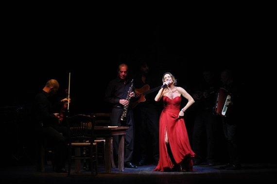 Lina Sastri in Linapolina