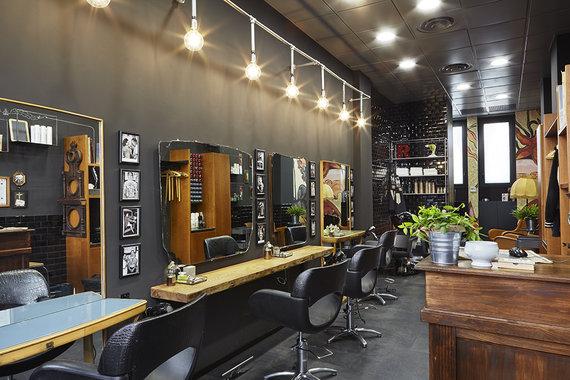 Popular Hair Salons : ROOTS, chiome e tatuaggi in un ambiente che ti avvolge