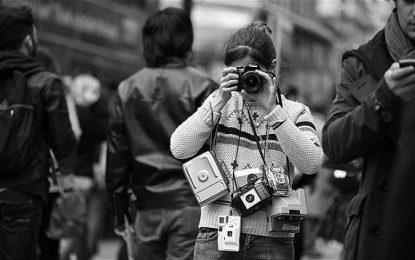 I fotografi di strada alla ricerca dell'attimo