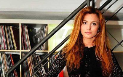 Beatrice Venezi, femminilità e competenza guidano l'Orchestra