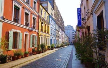 L'atmosfera di Parigi oggi, nelle sue piccole strade
