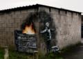 Gli auguri di Banksy e la nevicata di cenere di Port Talbot