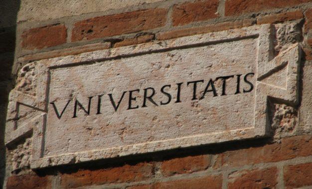 Università italiana bloccata da un'inerzia che puzza di stantìo