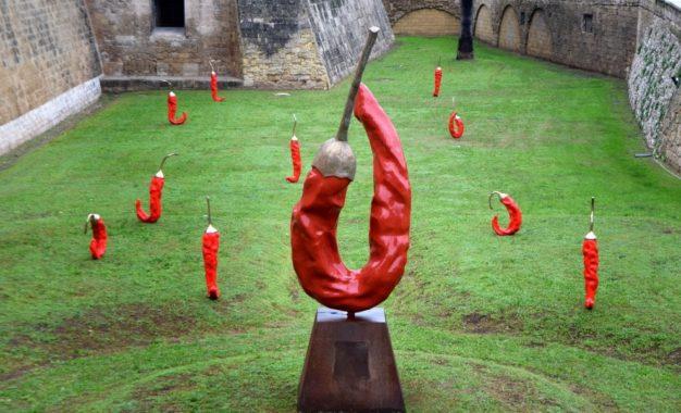 L'artista Giuseppe Carta nei castelli della Puglia