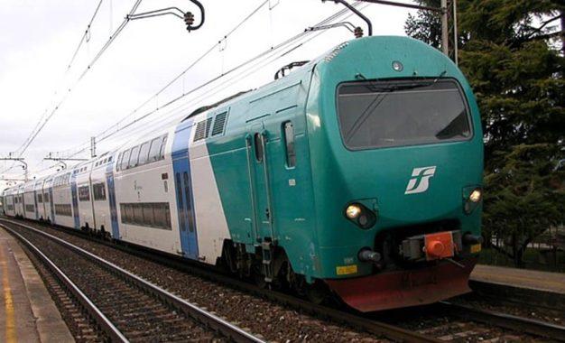 Treni: non male Trenitalia, per Trenord tante lacune